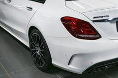 Tillbaka sikt av en Mercedes Benz C 43 AMG 2018 avgasrörsystem Bilyttersidadetaljer Royaltyfria Foton