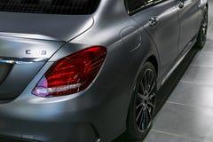 Tillbaka sikt av en Mercedes Benz C 43 AMG 4Matic 2018 avgasrörsystem Bilyttersidadetaljer Royaltyfria Bilder