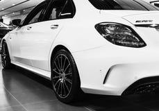 Tillbaka sikt av en Mercedes Benz C 43 2018 avgasrörsystem Bilyttersidadetaljer svart white Arkivbilder