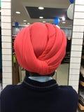 Tillbaka sikt av en turban arkivbild