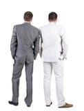 Tillbaka sikt av två affärsmän. Bakre sikt. Royaltyfri Fotografi