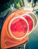 Tillbaka siktssvansljus av en skräddarsy motorcykel arkivbild