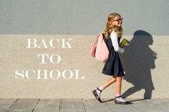 tillbaka skola till Arkivfoton
