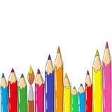 tillbaka skola till Bakgrund med kulöra blyertspennor och borste på en vit bakgrund Royaltyfri Foto