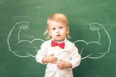 tillbaka skola till books isolerat gammalt för begrepp utbildning royaltyfri bild