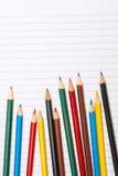 tillbaka skola till Colour blyertspennor brevpapper anteckningsbok Royaltyfri Fotografi