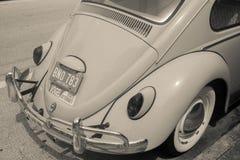 Tillbaka slut av den klassiska Volkswagen för retro kult bilen fotografering för bildbyråer