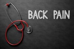 Tillbaka smärta - text på den svart tavlan illustration 3d Royaltyfri Foto