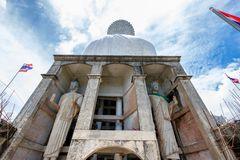 Tillbaka staty berömda vita stora buddha Arkivfoton