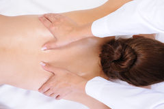 tillbaka sund massage royaltyfria foton