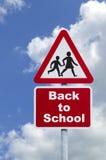 tillbaka vägskolatecken till Royaltyfri Foto
