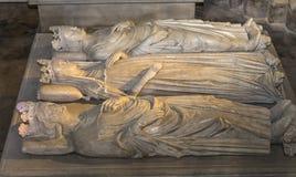 Tillbakalutad staty i basilika av St Denis, Frankrike Arkivfoton