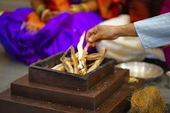 Tillbe brand Homa Hinduisk förbindelseritual Fotografering för Bildbyråer