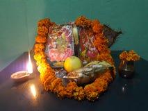 Tillbe guden på Laxmi Puja royaltyfria foton