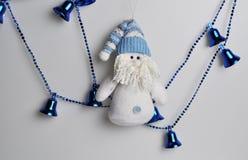 Tillbehör för att dekorera ett hus och en julgran för jul och nytt år royaltyfri fotografi