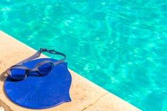 Tillbehör för konkurrenskraftig simning royaltyfria foton