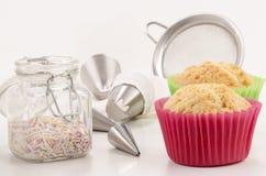 Tillbehör som dekorerar muffiner Royaltyfri Fotografi