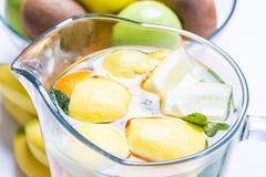 Tillbringare av lemonad Arkivbild