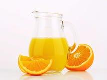 Tillbringare av orange fruktsaft Arkivfoton
