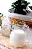 tillbringaren mjölkar Arkivfoton