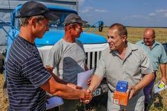 Tilldela de bästa jordbruks- arbetarna i den Gomel regionen av Vitryssland Arkivfoto