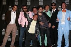 """Tilldelar den 3-D"""" ensemblen """"för dumskallen på MTV den videopd musiken 2010 pressrum, den Nokia teatern L.A. LIVE, Los Angeles, C Royaltyfri Fotografi"""