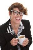 Tillfällig affärskvinna med kaffe. royaltyfri fotografi