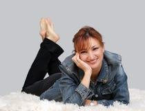 tillfällig avslappnande kvinna Fotografering för Bildbyråer