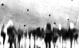 Tillfällig folkrusningstid som går pendlingstadsbegrepp Fotografering för Bildbyråer