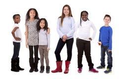 Tillfällig grupp av barn royaltyfria bilder