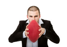 Tillfällig pojke som poserar med rugbybollen Royaltyfria Foton