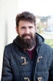Tillfällig hipsterman med det långa skägget Fotografering för Bildbyråer