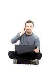 Tillfällig ung grabb med bärbar dator Arkivbilder