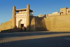 Tillflyktfästning i Bukhara på solnedgången Arkivfoton