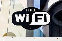 Tillgänglig fri Wi-fi undertecknar här Arkivfoton
