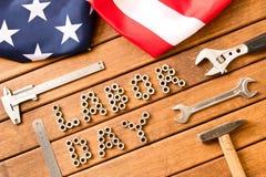 tillgänglig vektor för dagmapparbete amerikanska flaggan Olika hjälpmedel på träbakgrund Fotografering för Bildbyråer