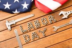 tillgänglig vektor för dagmapparbete amerikanska flaggan Olika hjälpmedel på träbakgrund Royaltyfria Foton