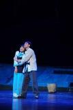 Tillgiven omfamning som framåtriktat ser till den framtida Jiangxi operan en besman Arkivbild