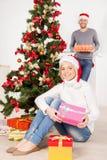 Tillsammans på julafton. Arkivbilder