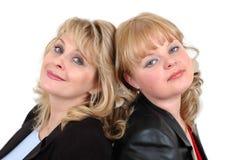 tillsammans två kvinnor fotografering för bildbyråer