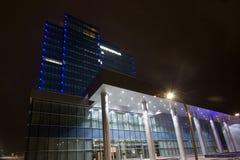 tillstånd för natt för administrationsbyggnad Arkivfoto