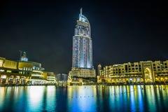 Tilltala hotellet i det i stadens centrum Dubai området förbiser den berömda daen Arkivfoto