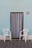 Tillträde av en fiskares hus i Porto Recanati, Italien royaltyfria foton