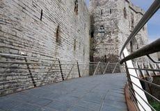 Tillträde till den Caernarfon slotten i Wales royaltyfria bilder