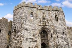 Tillträde till den Caernarfon slotten, Wales, UK fotografering för bildbyråer