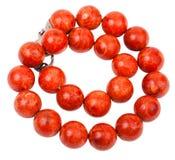 Tilltrasslad halsband från pärlor för röd korall Royaltyfria Bilder