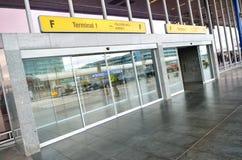Tillträde för terminal 1 av Vaclav Havel Airport Prague Arkivbild