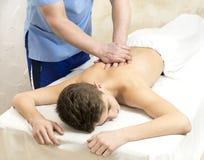 Tillvägagångssätt av den medicinska medicinska massagen för sportkropp Arkivbilder