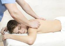 Tillvägagångssätt av den medicinska medicinska massagen för sportkropp Royaltyfria Bilder