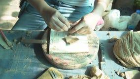 Tillvägagångssätt av lergods och keramiskt i Thailand lager videofilmer